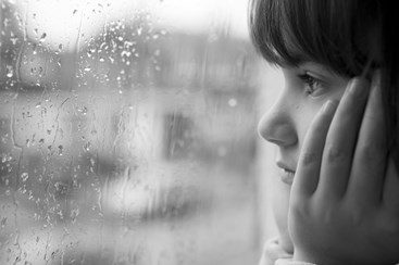 copy bw  shutterstock 23398030%5b1%5dyoung child looking window rain